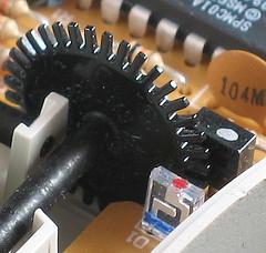 Como hacer un encoder óptico usando partes de un viejo mouse